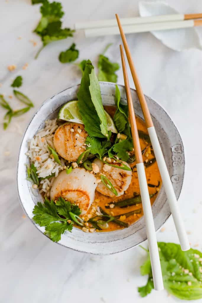 Simple Thai curry with scallops and string beans
