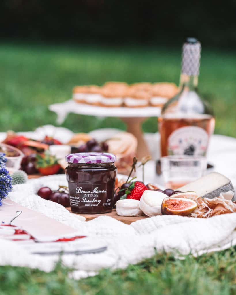 what to bring on a summer picnic