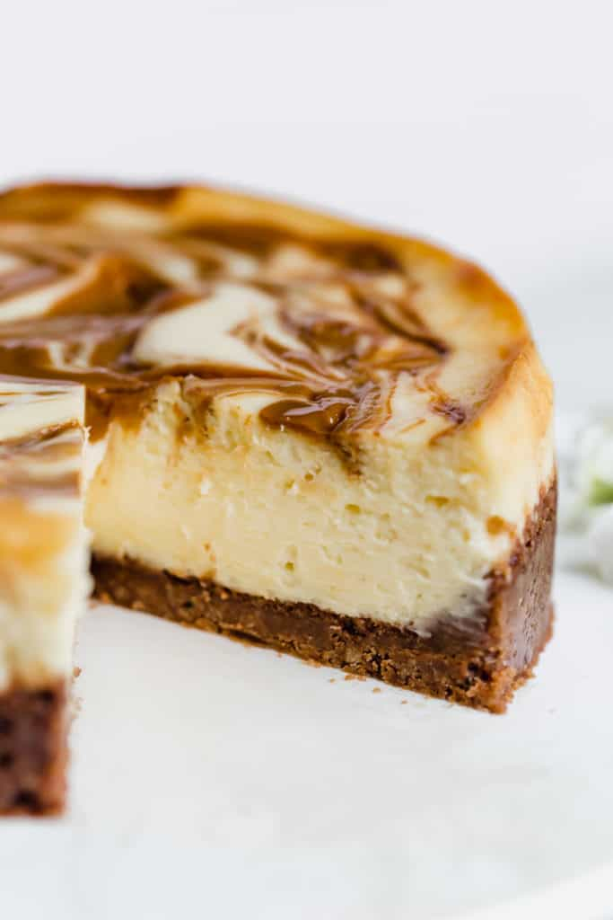 no fail dulce de leche cheesecake with chocolate chip cookie crust!