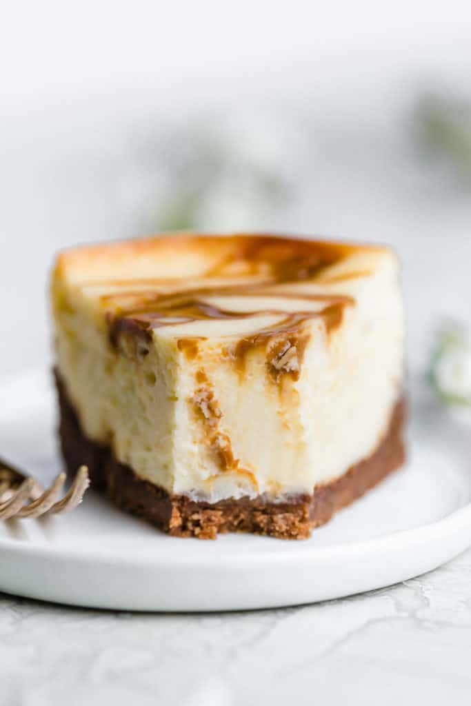 dulce de leche cheesecake with chocolate chip cookie crust!