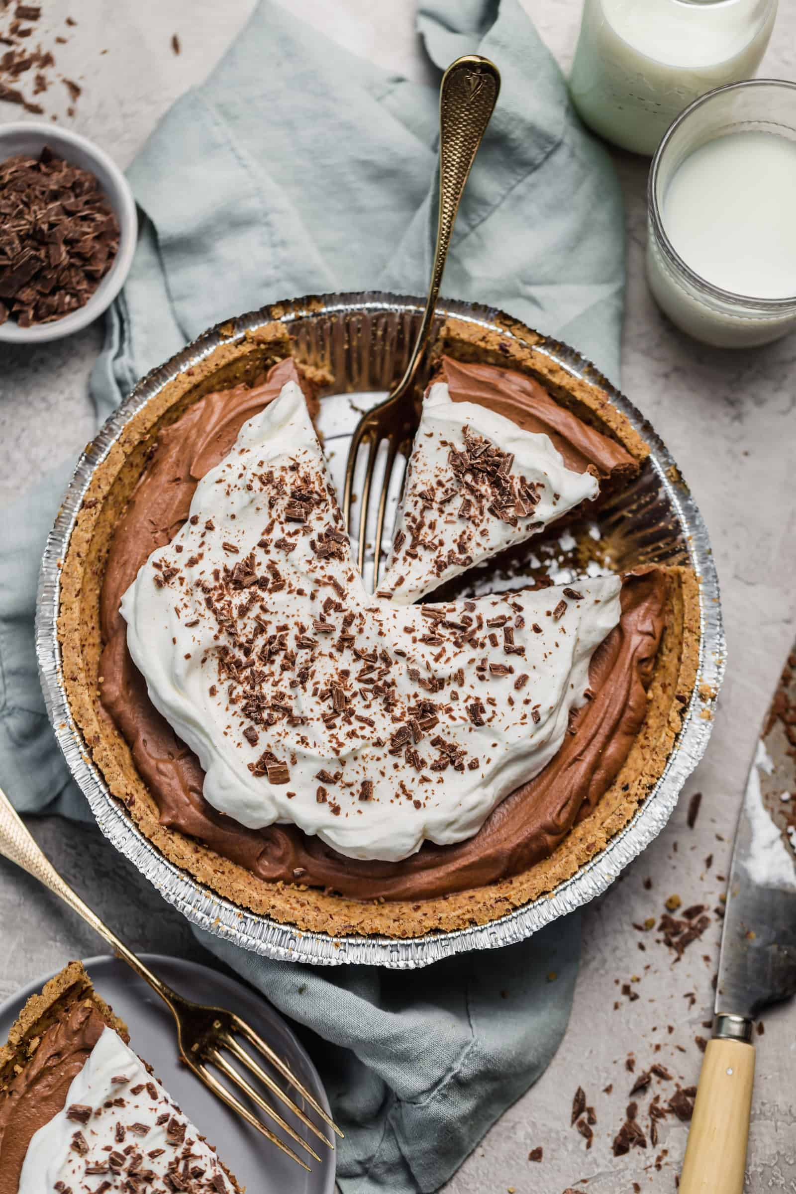 no bake chocolate mousse pie on nut pie crust