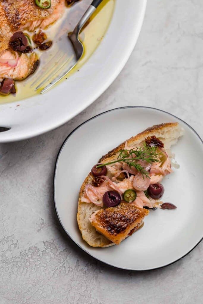 escabeche des pescado on top of sliced bread