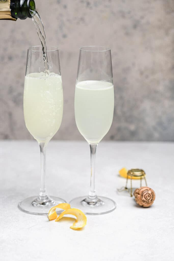 champagne being added to french 75 cocktails