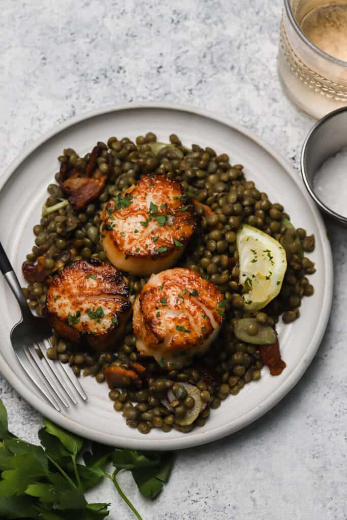 seared sea scallops on warm lentil salad
