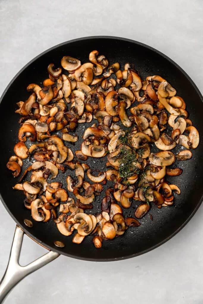 Sautéed mushrooms with thyme