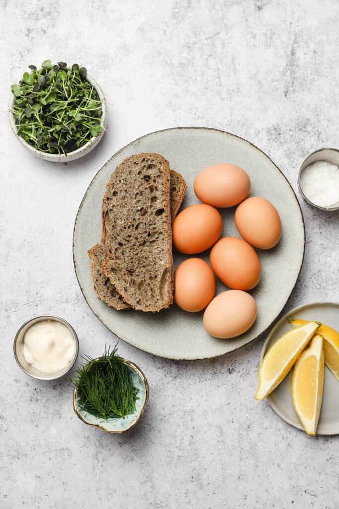 Ingredients for smashed eggs on toast