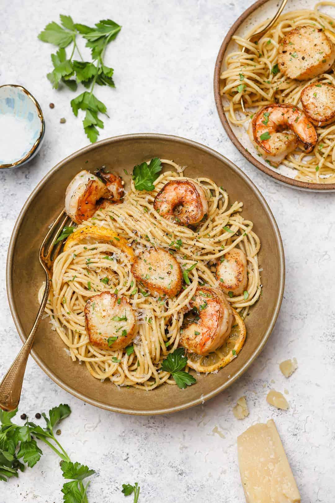 Shrimp and scallops pasta with lemon
