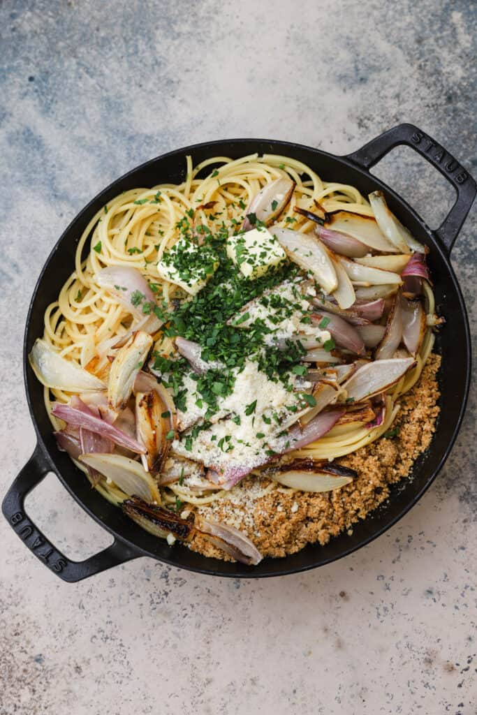 Shallot pasta with anchovies and breacrumbs