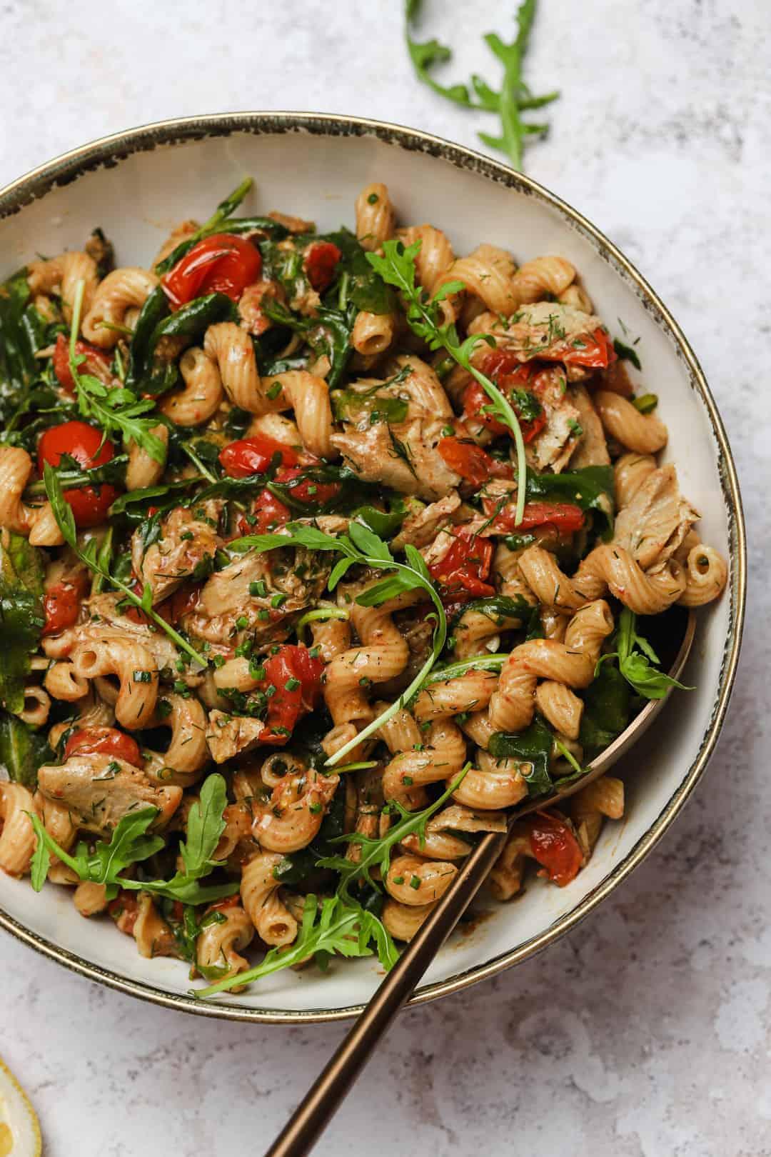 Tuna pasta salad with arugula